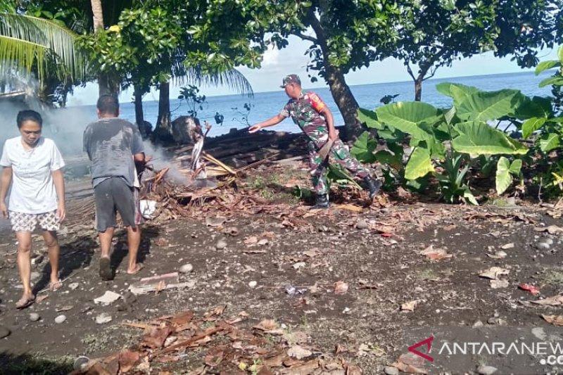 TNI bersama warga kepulauan Sangihe bersihkan kawasan pantai