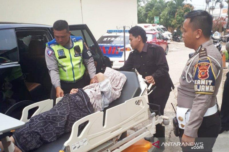 Seorang ibu terjebak di Jalur Puncak ketika hendak melahirkan