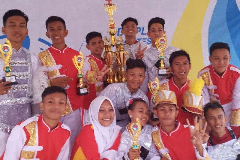 SMAN 1 Poso juara umum Tadulako Open Drum Competition 2019
