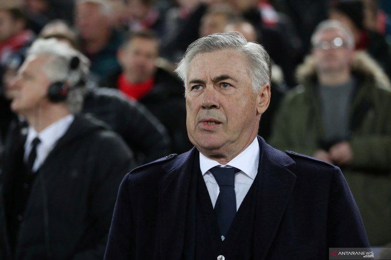 Ancelotti bantah kabar pemain Napoli mulai menentangnya