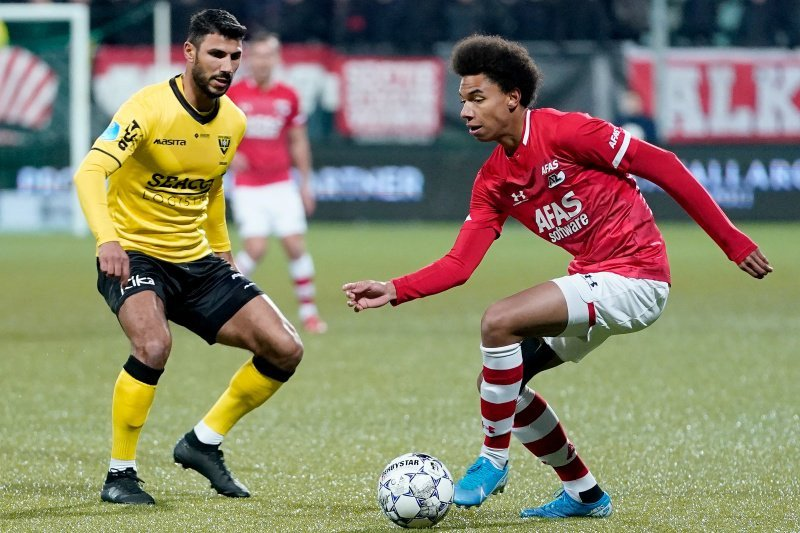 AZ Alkmaar menjaga selisih poin dari Ajax, Feyenoord atasi Zwolle