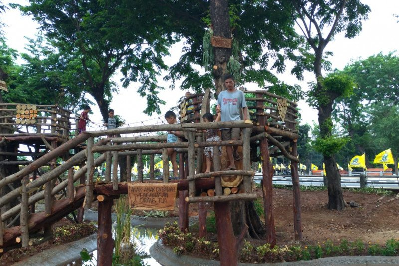 Permainan Betawi tempo dulu kini ada di Taman interaktif di Tomang