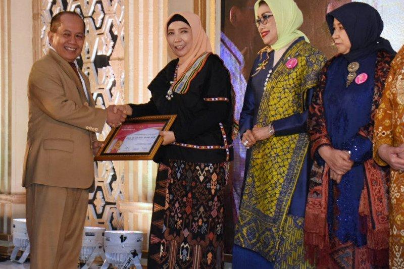 Wagub NTB dinobatkan jadi perempuan inspirasi Indonesia bidang pemerintahan