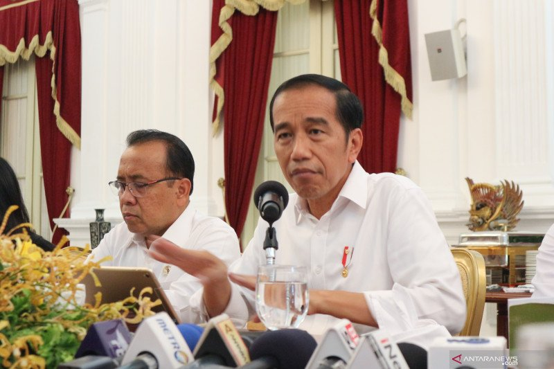 Jokowi: Ada yang mau cari muka usulkan presiden 3 periode