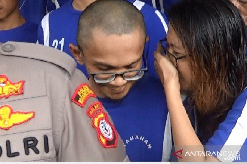 Polisi tangkap  suami istri pengedar sabu-sabu di Sukabumi