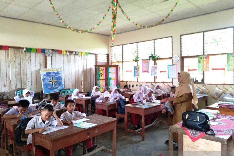 Sempat terhenti, aktivitas belajar siswa di SDN 22 Batang Lingkin kembali berlangsung
