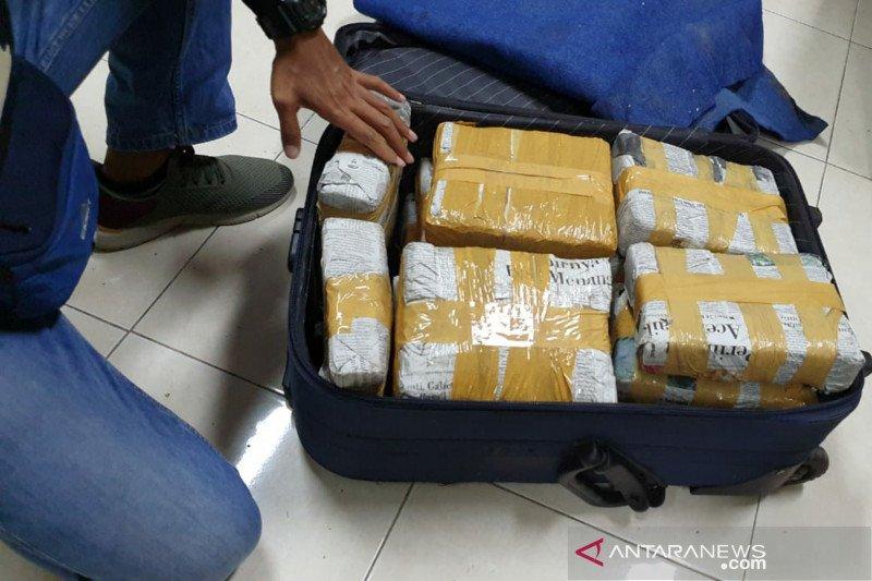 Sebanyak 15 kilogran ganja dari Jakarta diamankan aparat gabungan NTB