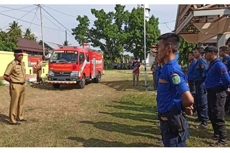 Bupati Lutim serahkan mobil damkar untuk warga Kecamatan Wotu