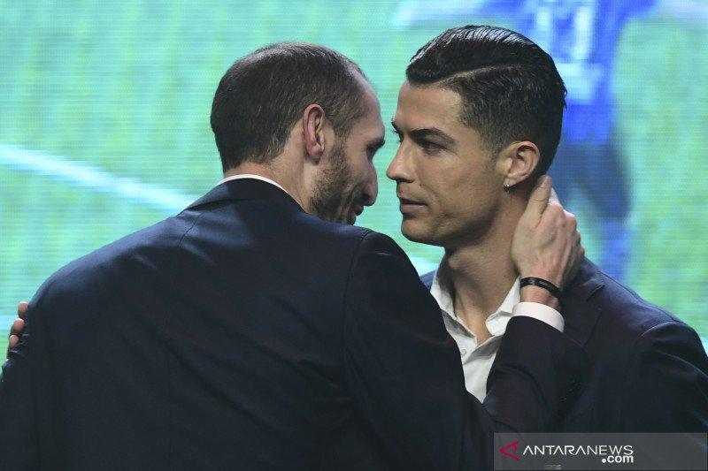 Bek Juventus sebutkan penghargaan Ballon d'Or dirampok dari Ronaldo