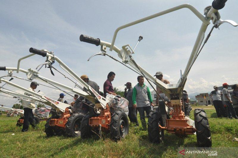 Petani Sigi kembali olah lahan pertanian hadapi musim hujan