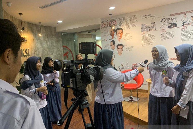 Siswa Sekolah Karakter Depok belajar jadi jurnalis di Kantor Berita Antara