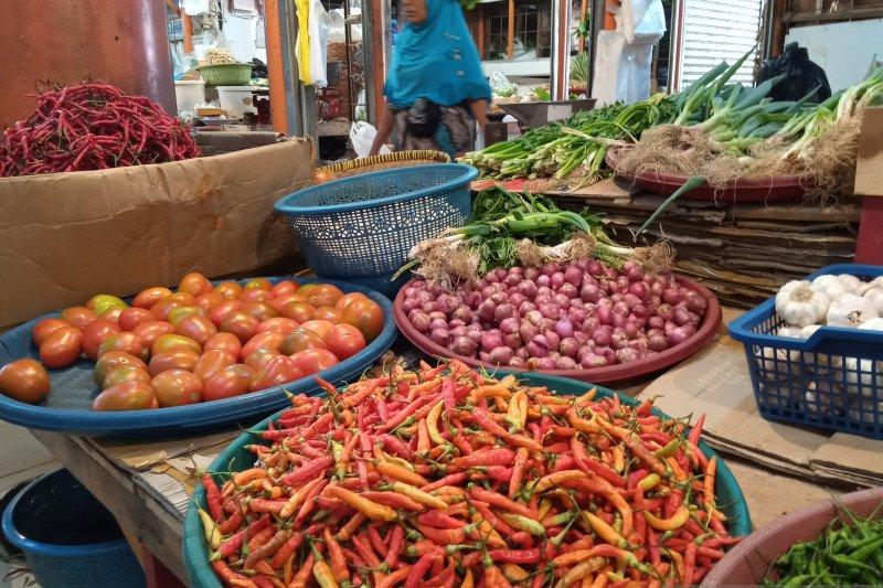 Harga bawang merah turun Rp8.000 di Pasar Raya Padang