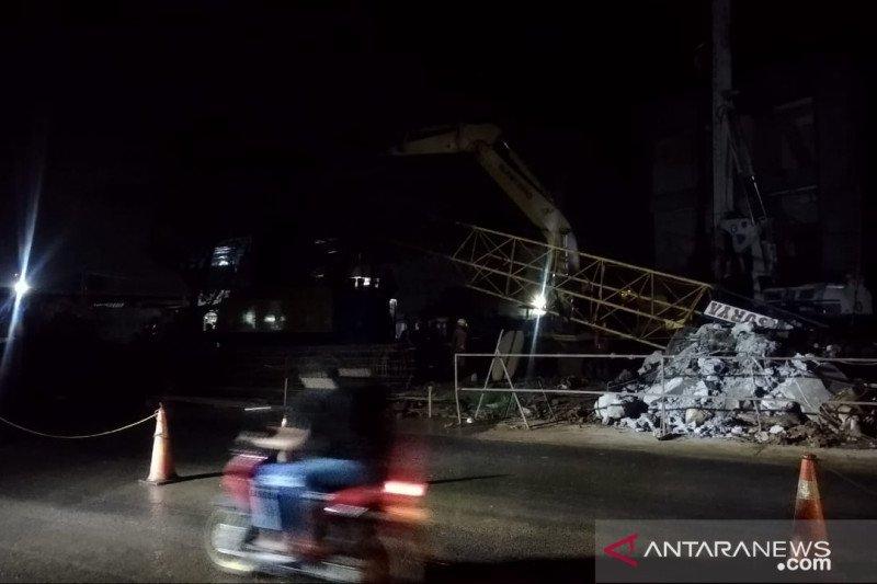 Bagian lengan crane proyek Tol BORR Seksi IIIA Kota Bogor alami patah