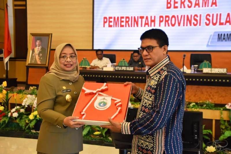 Wagub Sulbar serahkan dokumen pembentukan Kota Mamuju dan Kabupaten Balanipa