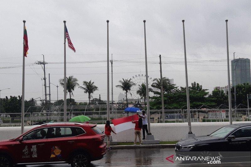 Hujan diiringi angin kencang melanda Manila, bendera kontingen SEA Games diturunkan