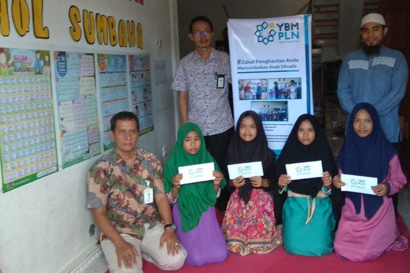 YBM PLN berikan bantuan untuk santri di Sumbawa