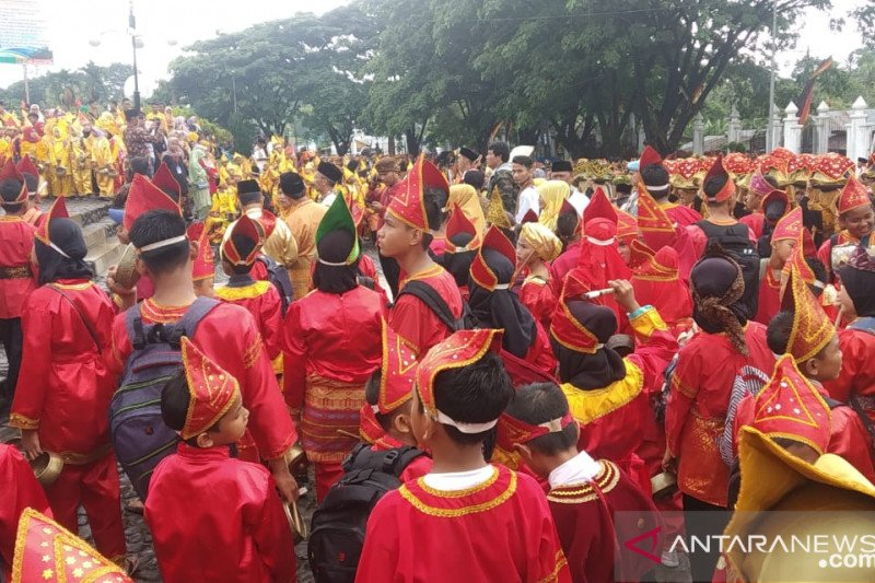 The Festival Pesona Minangkabau 2019 opened, thousands of residents fill the Istano Basa Pagaruyung