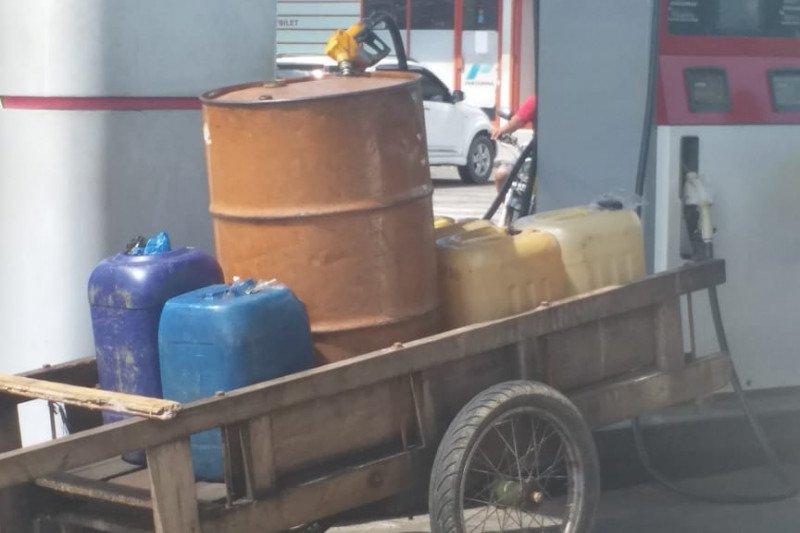 Disdagkop Riau tangkap SPBU di Bengkalis jual premium pakai jeriken
