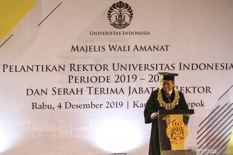 Rektor UI  masa bakti 2019-2024 Prof Ari Kuncoro resmi dilantik