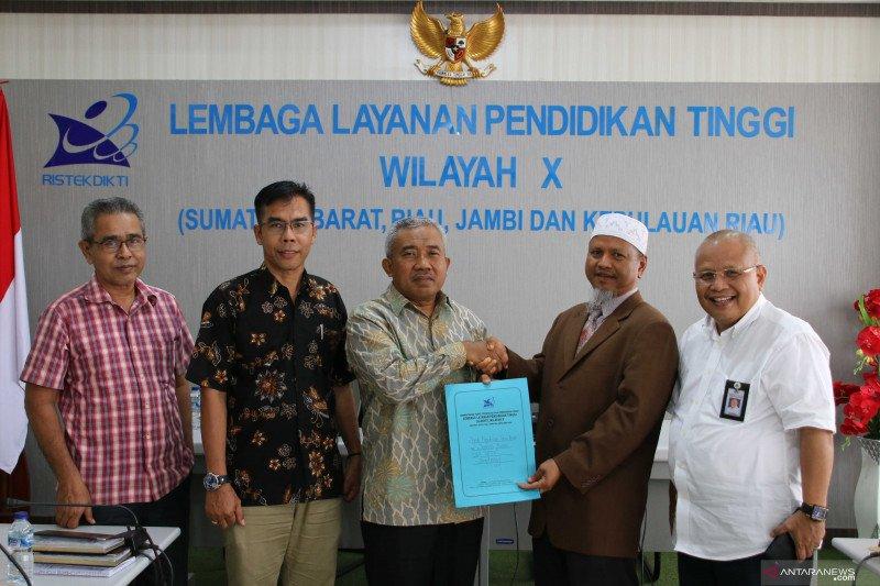 LL Dikti Wilayah X serahkan SK Profesor ke dosen UPI YPTK Padang