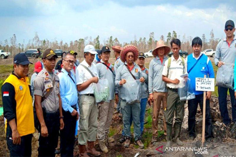 Tim ahli IPB ambil sampel lahan terbakar di PT TAL dan PT ABS