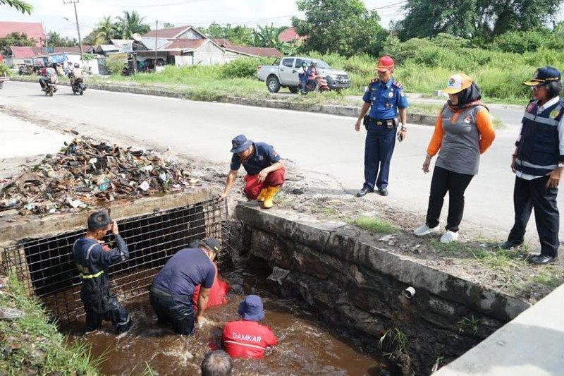Wawali Palangka Raya tinjau sejumlah drainase pasca banjir