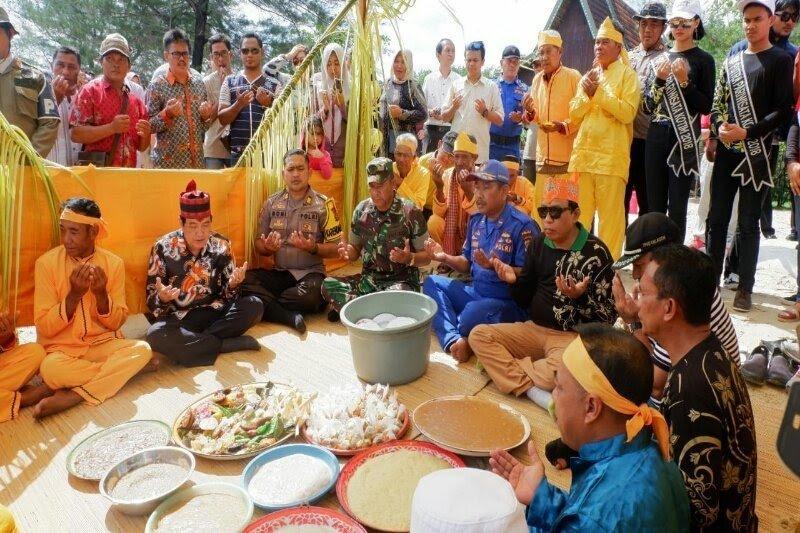 Tradisi Simah Laut tetap digelar di Pantai Ujung Pandaran