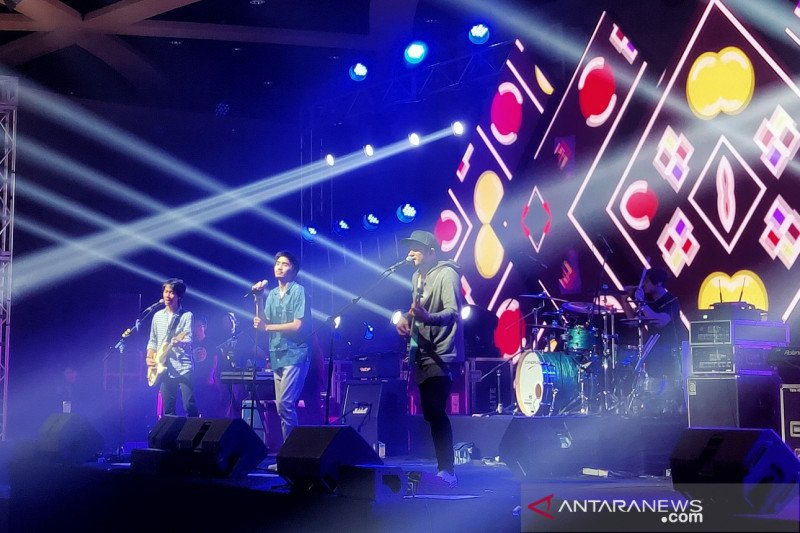 """Konser """"A Night with Sheila on 7"""" yang penuh energi"""