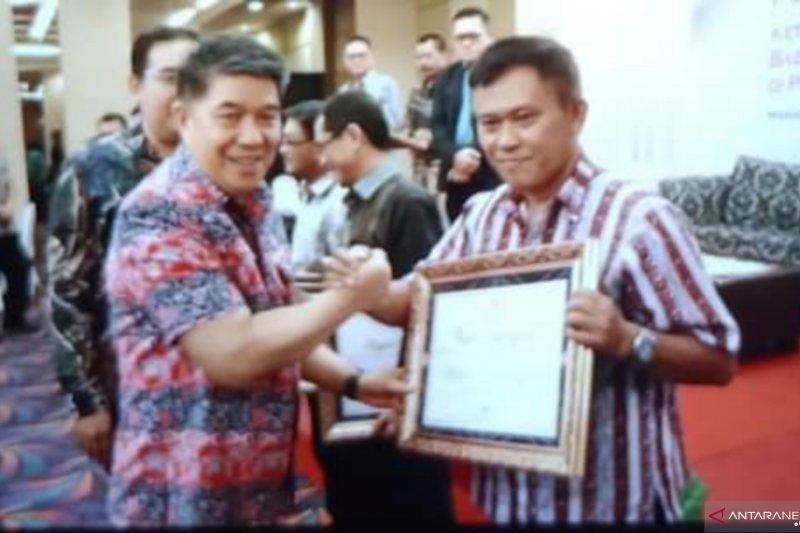 Minahasa Tenggara raih penghargaan KIP