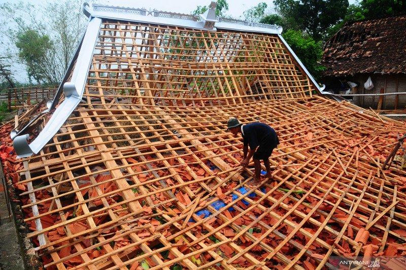 Ratusan rumah rusak akibat puting beliung di Grobogan