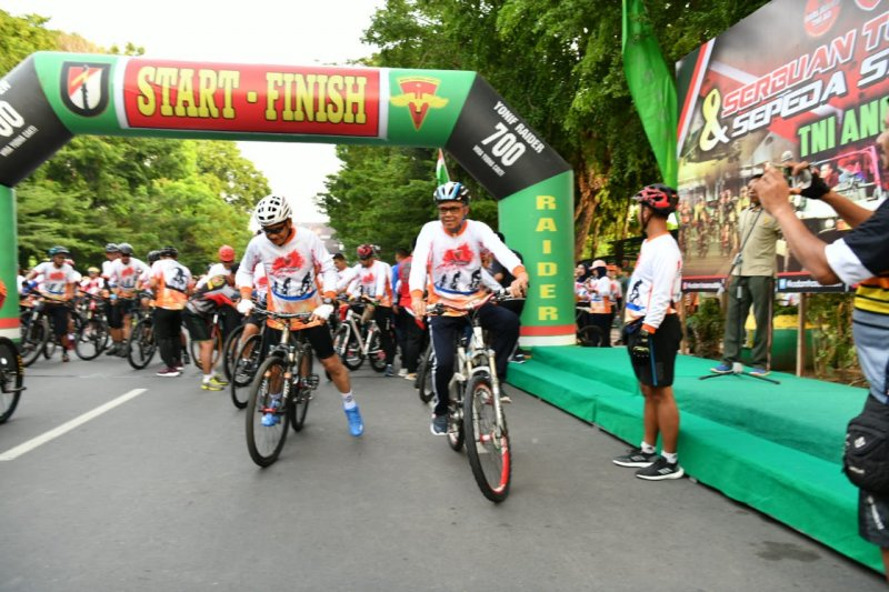 GUbernur Sulsel ikut meriahkan Hari Juang TNI AD