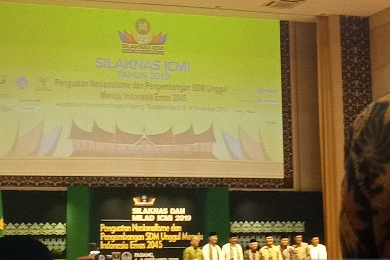ICMI berikan Award Bapak Teknologi dan Demokrasi pada BJ Habibie