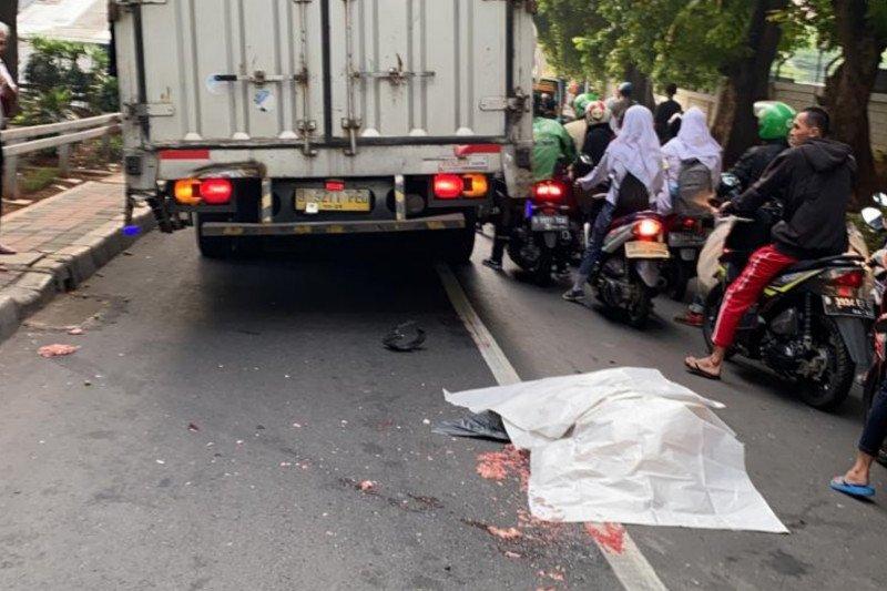 Tergilas truk, seorang ASN tewas di tempat