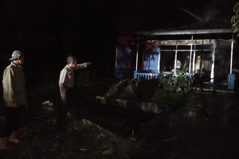 Rumah warga di Solok terbakar akibat kompor meledak