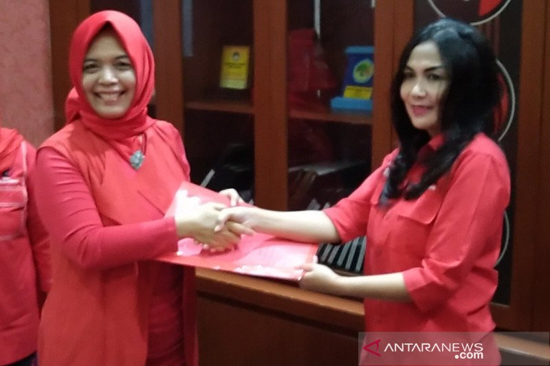 Ini sosok perempuan yang kembalikan berkas pendaftaran pertama ke DPD PDIP