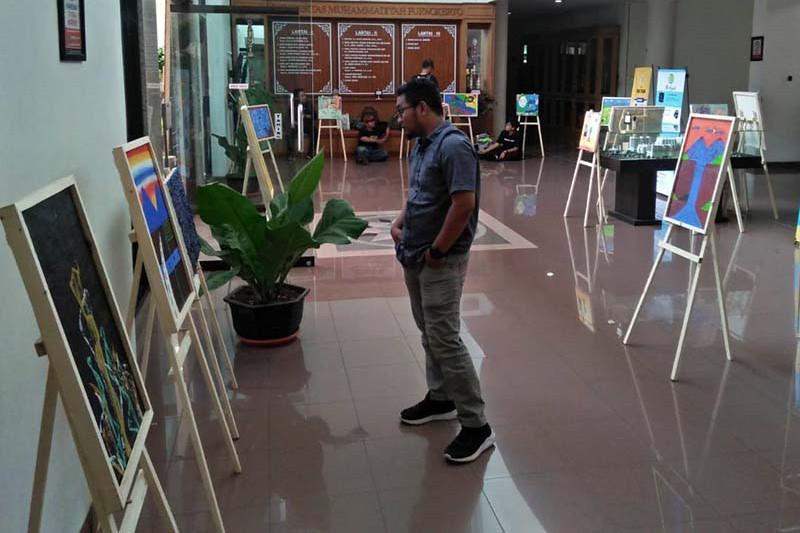 Puluhan lukisan karya anak berkebutuhan khusus dipamerkan di UMP