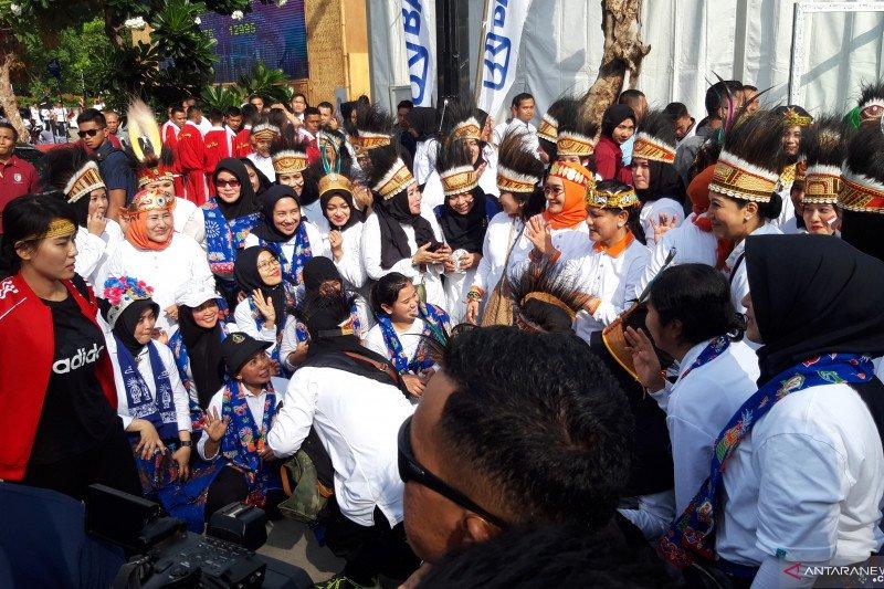 Peringati Hari Ibu, Iriana Jokowi hadiri jalan sehat keluarga