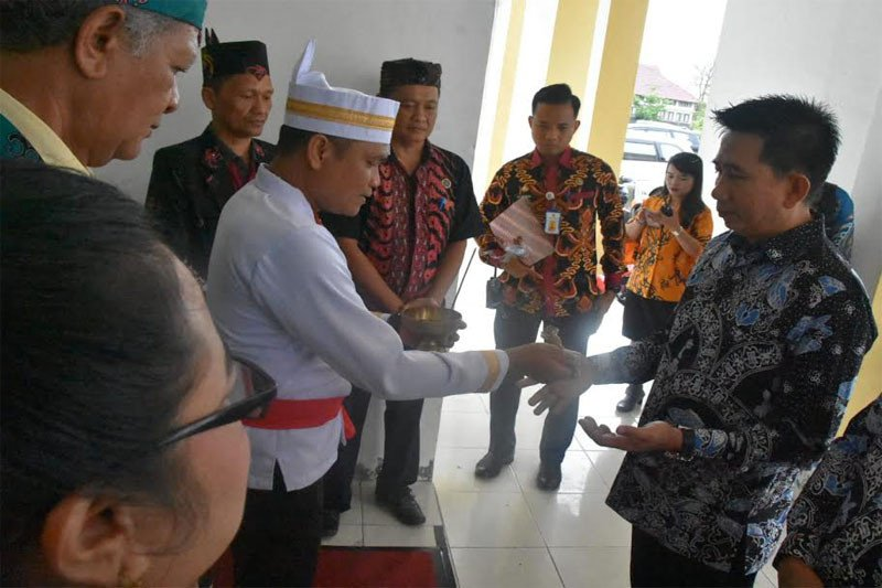 Bupati Barut jadi pembicara temu alumni IAHN Palangka Raya