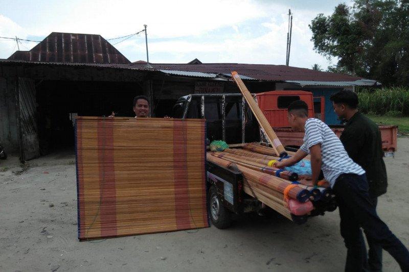 Kerajinan Tirai Rumbia Agam dipasarkan di tiga Provinsi