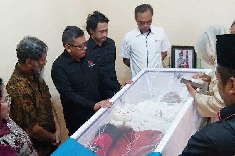 Sekjen PDIP melayat almarhumah aktivis 98 di Surabaya
