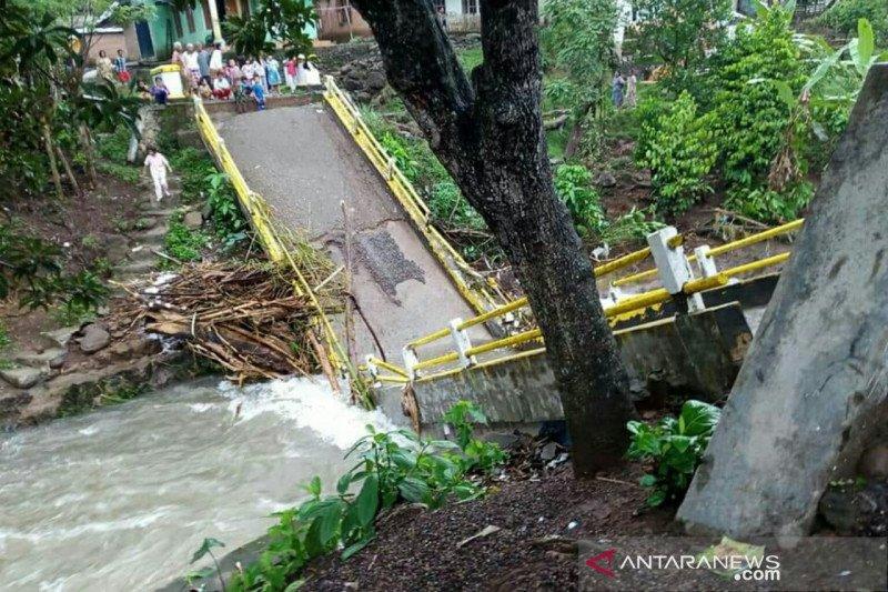 Banjir di Empat Lawang, dua jembatan putus dan tiga desa terendam