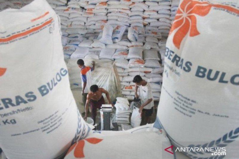 Bulog Riau-Kepri miliki stok beras 19.000 ton lebih
