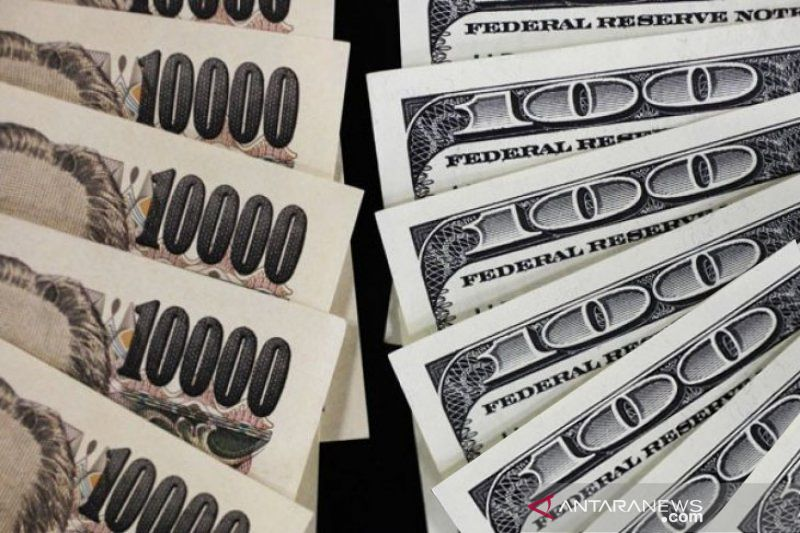 Dolar turun terhadap yen, investor mencari tempat aman karena virus China