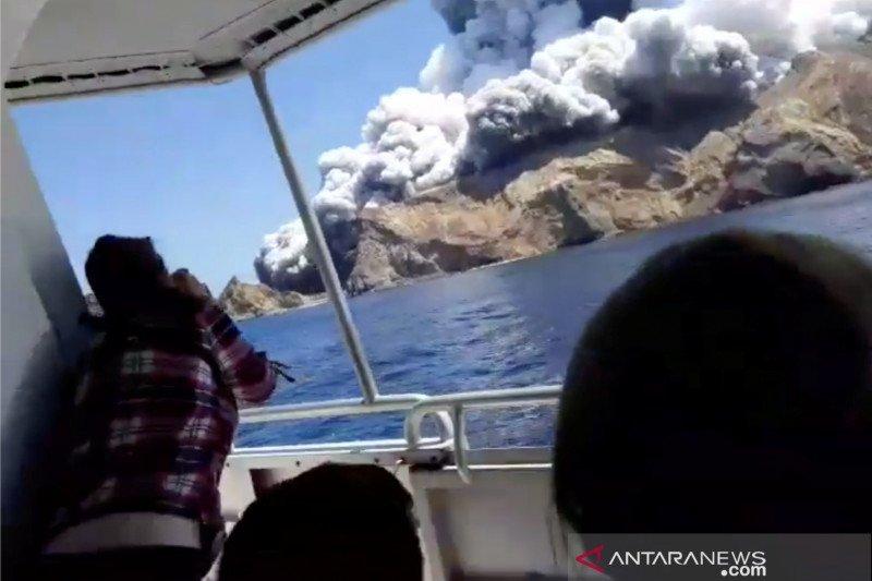 Polisi Selandia Baru: 8 orang hilang setelah letusan gunung berapi