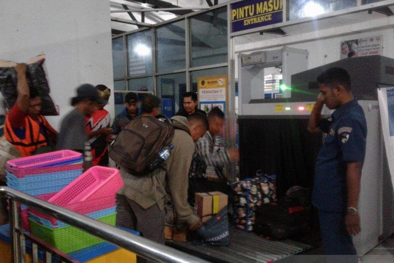 Jelang libur akhir tahun, ratusan penumpang meninggalkan Pelabuhan Baubau