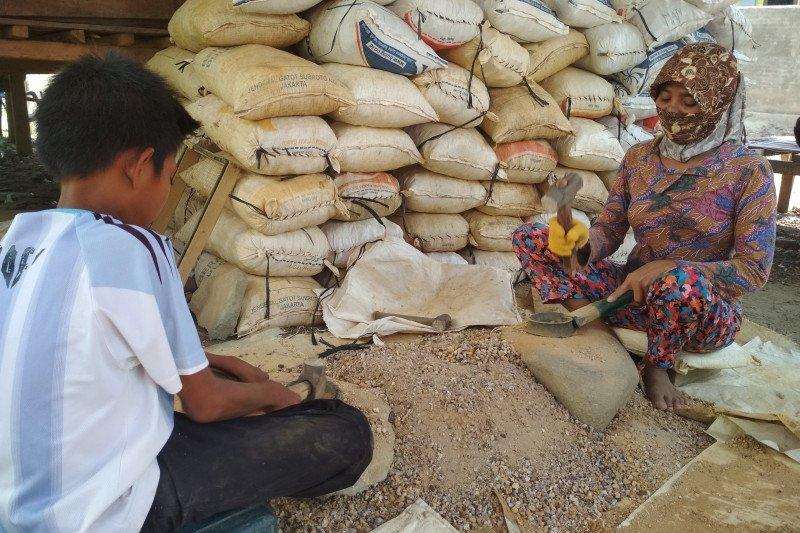 """Bergelimang harta berbungkus """"PETI"""" di Sumbawa Barat"""