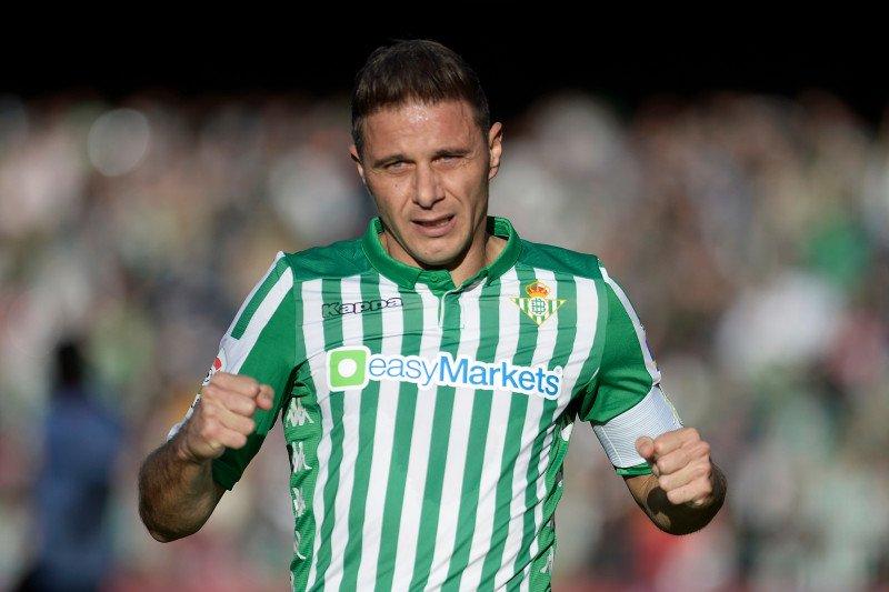 Penyerang Real Betis Joaquin menjadi pencetak trigol tertua di La Liga