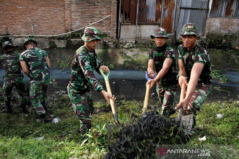 Aksi bersih kanal TNI