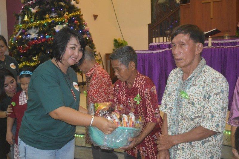 Natal tidak harus dirayakan dengan makanan enak dan melimpah, kata legislator Gumas