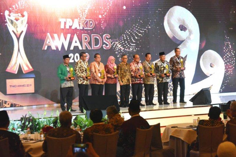 Pemprov Jabar raih penghargaan Pendorong Akses Keuangan melalui sektor unggulan daerah